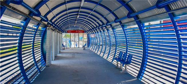 Vista do interior da plataforma na Estação Jaraguá